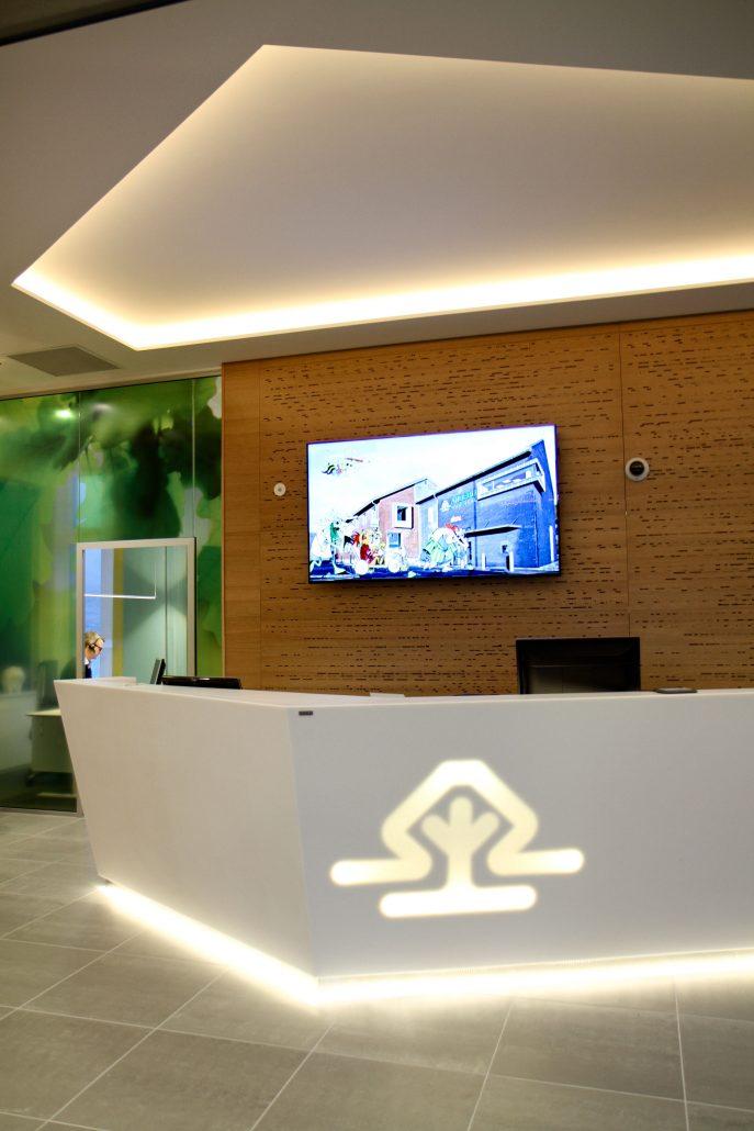 Viser lobby hos Eika Sparebank Andebu.